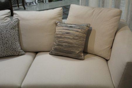 Comment enlever une t che d un canap en tissu actualit s francophones internationales - Comment enlever tache sur canape tissu ...